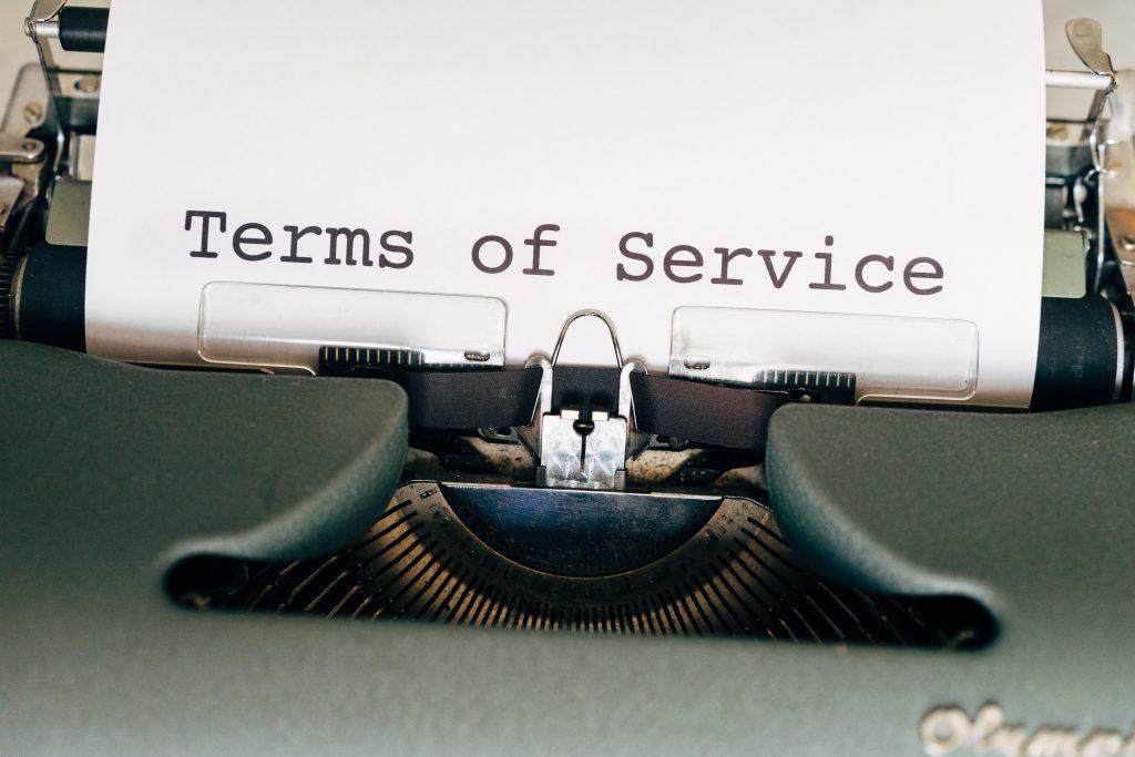 Членовете на екипа са запознати и спазват всички съответни правила и разпоредби